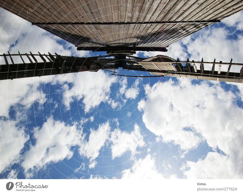 Müllers Traum Himmel alt Wolken ruhig Holz Architektur Gebäude Zeit Zufriedenheit Kraft außergewöhnlich Design ästhetisch Perspektive bedrohlich einzigartig
