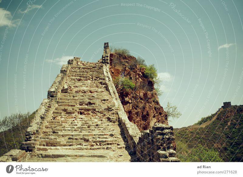 Stairway to Heaven Natur Himmel Wolken Frühling Pflanze Sträucher Hügel Felsen Horizont China Menschenleer Hochsitz Bauwerk Mauer Wand Treppe Chinesische Mauer