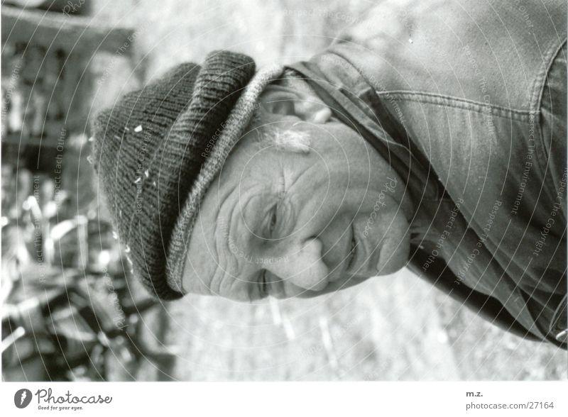 mein opa Großvater Senior Mann . .gesicht. Mütze Schwarzweißfoto lachen Falte Strukturen & Formen typisch
