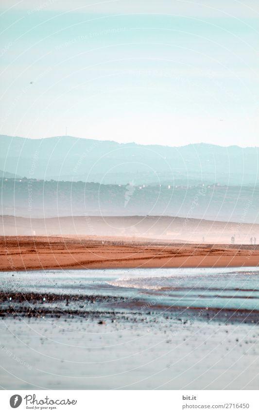 Strand, Berge und Himmel von Sidi Kaouki in Marokko, Afrika. Ferien & Urlaub & Reisen Tourismus Ausflug Abenteuer Ferne Freiheit Expedition Sommerurlaub Meer