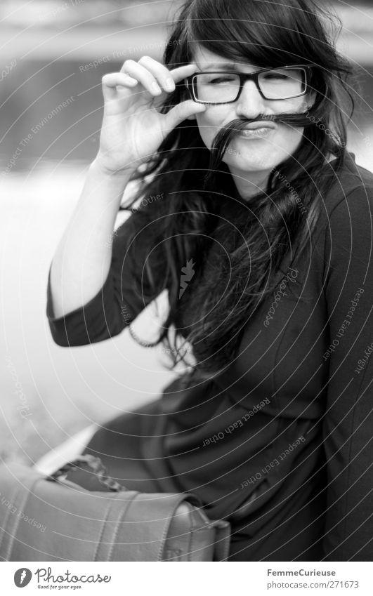 300 photos! Stil schön feminin Junge Frau Jugendliche Erwachsene 1 Mensch 18-30 Jahre Freude Identität einzigartig lustig Brille aufsetzen Brillenträger