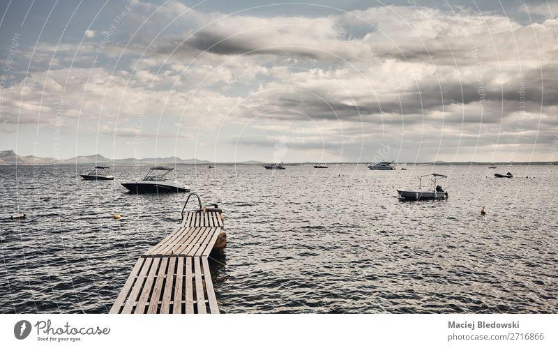 Holzpfeiler an der Küste Mallorcas. Lifestyle Erholung Ferien & Urlaub & Reisen Tourismus Ausflug Abenteuer Ferne Freiheit Kreuzfahrt Sommer Meer Insel Natur