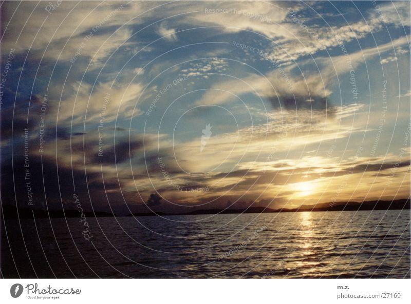 letzte sonnenstrahlen Wolken Beleuchtung Norwegen Lichtspiel Fjord