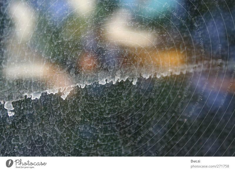 Saharasand Glas mehrfarbig dreckig Fensterscheibe Putzstreifen Wasserfleck Staub diffus Farbfoto Gedeckte Farben Innenaufnahme Nahaufnahme Detailaufnahme