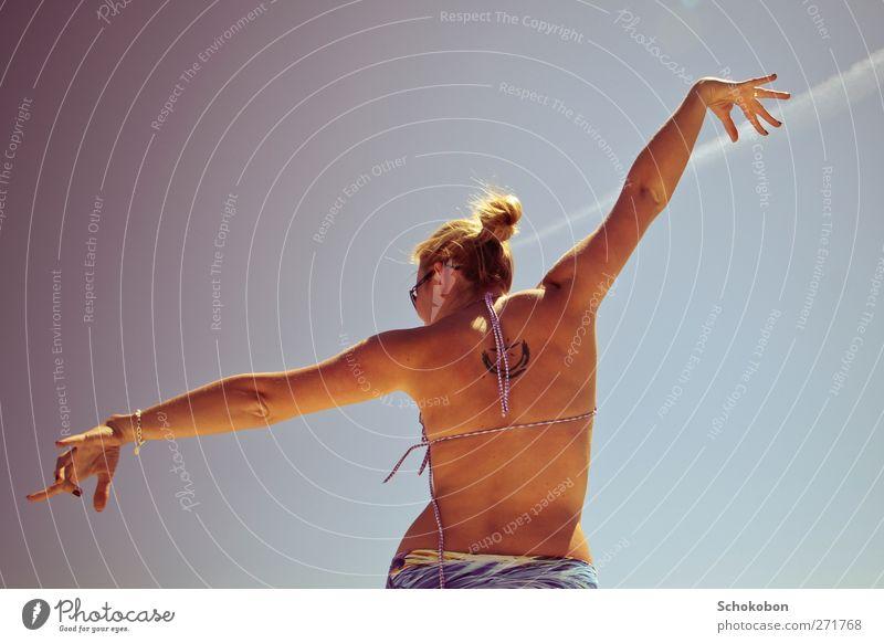 i wanna fly so high... Freude Körper Fitness Zufriedenheit Ferien & Urlaub & Reisen Sommer Tanzen feminin Hand Finger 1 Mensch 18-30 Jahre Jugendliche