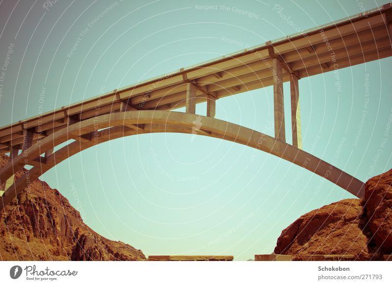 bridge.01 Ferien & Urlaub & Reisen Sommer Landschaft Umwelt Ferne Berge u. Gebirge Wand Straße Architektur Mauer Stein Sand Felsen Erde Verkehr wandern