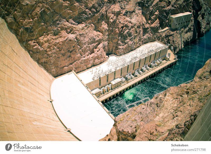 Hoover Dam.02 Ferien & Urlaub & Reisen Wasser Sonne Landschaft Ferne Berge u. Gebirge Wand Mauer Stein Sand Felsen träumen braun orange Erde Energiewirtschaft