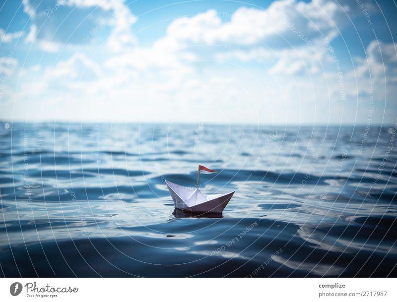 Papierschiff auf großer Fahrt Gesundheit Wellness Ferien & Urlaub & Reisen Tourismus Ferne Freiheit Kreuzfahrt Sommer Sommerurlaub Sonne Sonnenbad Strand Meer