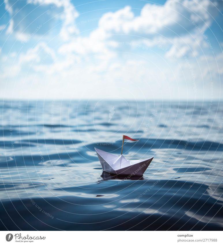 Kleines Papierschiff auf dem Meer Ferien & Urlaub & Reisen Sommer Sonne Freude Reisefotografie Ferne Strand Gesundheit Küste Tourismus Schule Freiheit See