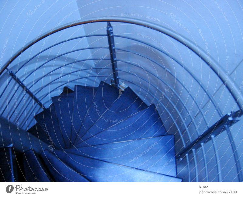 Wendeltreppe der Weiss-Bar blau Architektur Treppe Geländer