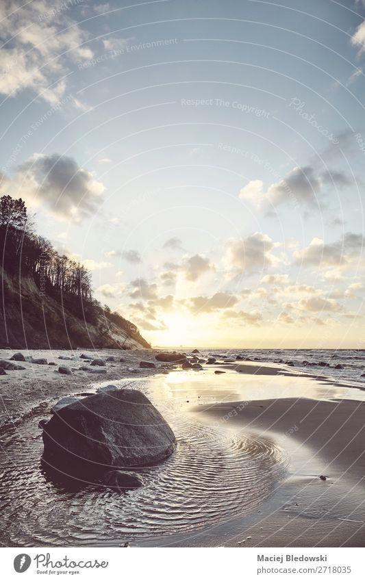 Blick auf einen malerischen Strand bei Sonnenuntergang. Erholung Ferien & Urlaub & Reisen Ausflug Abenteuer Freiheit Sommer Sommerurlaub Meer Natur Landschaft