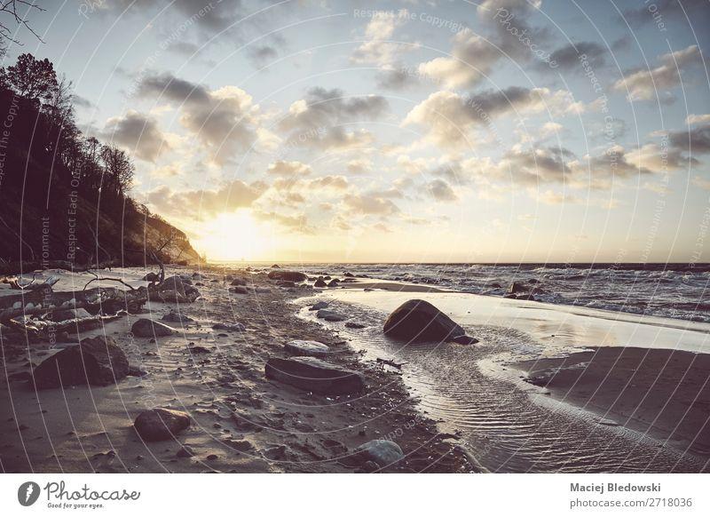 Blick auf einen malerischen Strand bei Sonnenuntergang. Erholung ruhig Meditation Ferien & Urlaub & Reisen Ausflug Freiheit Sommerurlaub Meer Landschaft Sand