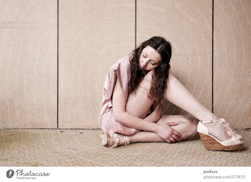 #226836 Frau schön Einsamkeit Erwachsene Erholung feminin Leben Stil Traurigkeit Mode träumen Raum Wohnung sitzen Häusliches Leben retro