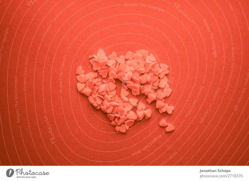zerbrochenes Herz zum Valentinstag Verabredung Vogelperspektive Farbe des Jahres Farbtrends Freude Frühlingsgefühle Gefühle Hintergrundbild Korallen Liebe
