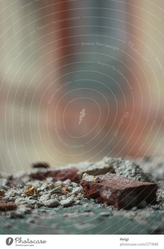 AST 5 | verfallen... alt rot Einsamkeit Haus Fenster dunkel Wand Gefühle grau Mauer Stein Gebäude Traurigkeit braun liegen außergewöhnlich