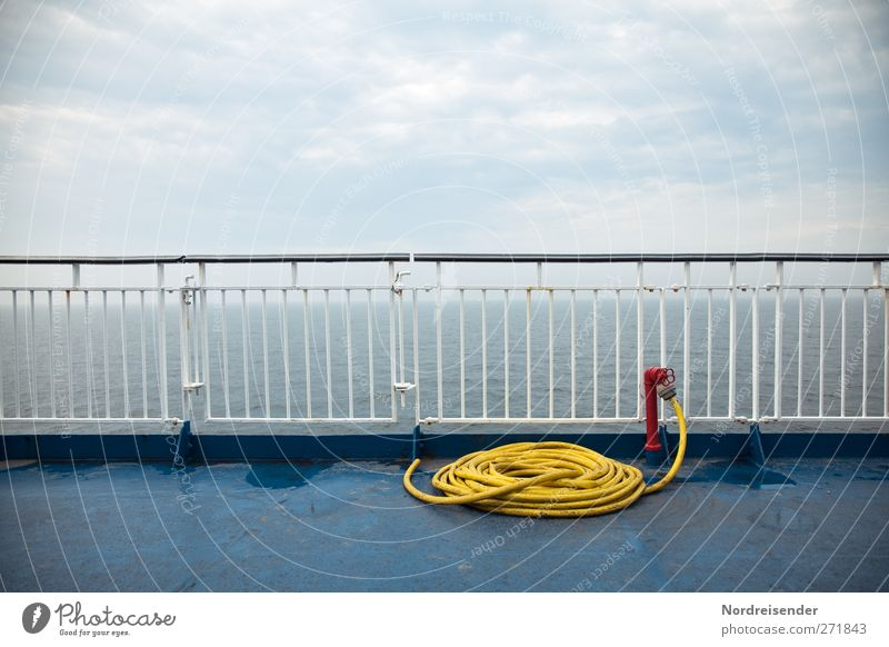 Überfahrt Himmel blau Ferien & Urlaub & Reisen rot Sommer Meer Wolken ruhig Erholung gelb Reinigen Sauberkeit Güterverkehr & Logistik Schifffahrt Sommerurlaub Stahl