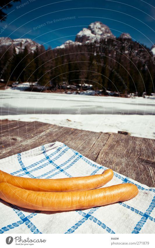 2 Wiener in Tirol Himmel Natur Umwelt Landschaft Ernährung Schnee Berge u. Gebirge Lebensmittel Holz braun liegen natürlich Tisch paarweise Schönes Wetter