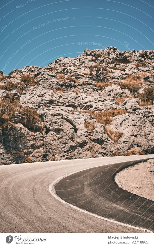 Bergstraßenkurve, Reisekonzeptbild. Ferien & Urlaub & Reisen Tourismus Ausflug Abenteuer Ferne Freiheit Sommer Sommerurlaub Berge u. Gebirge Natur Landschaft
