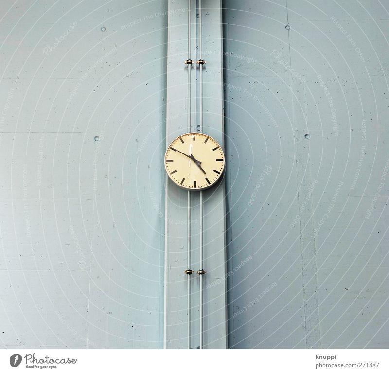 time blau 1 Wand 2 hell Zeit Freizeit & Hobby Uhr Beton Zifferblatt Loch Halle Rohrleitung beige Stundenzeiger hell-blau
