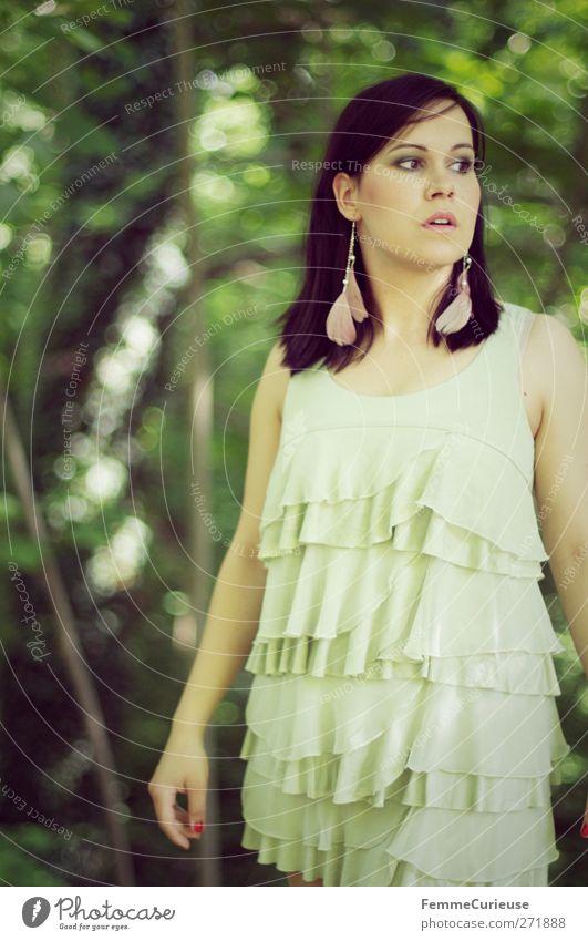 Waldfee. Mensch Jugendliche grün schön Sommer Erwachsene feminin Freiheit Stil Mode Park elegant frei 18-30 Jahre ästhetisch