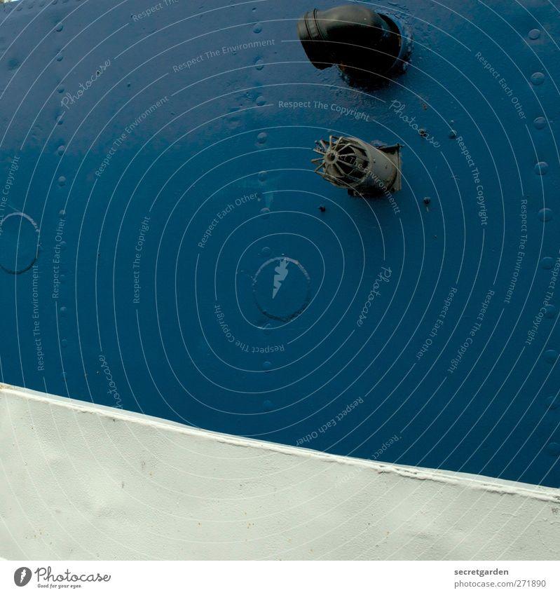 aufsteigende tendenz eines fussballvereines? Schifffahrt Metall Linie blau weiß Eisenrohr Eisenplatte Niete Schiffsbug Schiffsbau repariert Punkt Farbfoto
