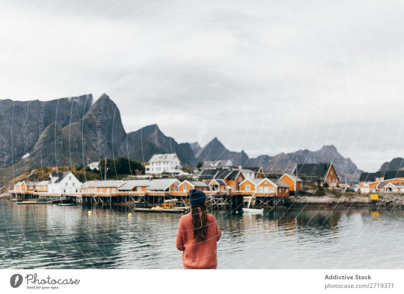 Frau mit Kamera Fotokamera See Mensch Tourist Natur Glück