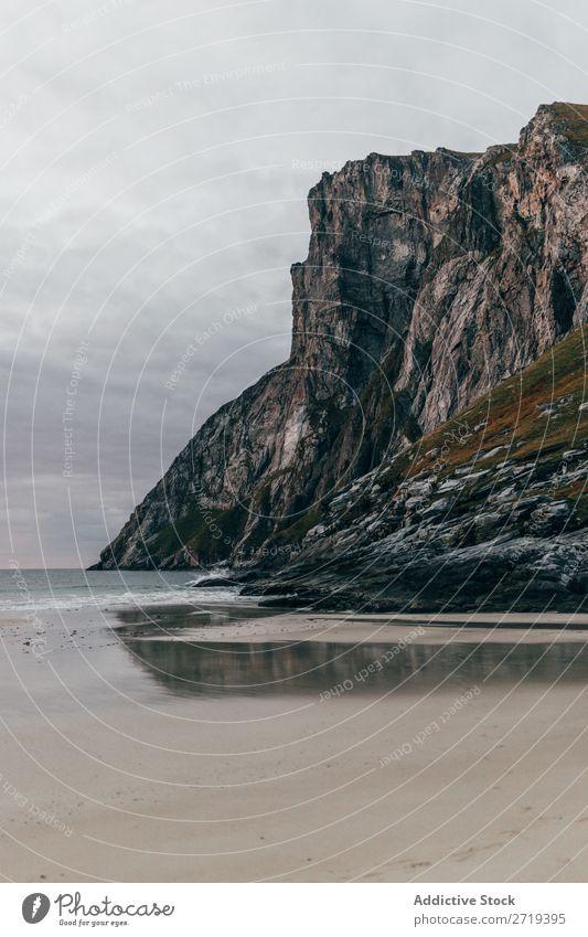 Klippen auf See Natur Meer Ferien & Urlaub & Reisen Himmel Felsen Stein Strand Bucht Aussicht schön Idylle malerisch Gelassenheit Wasser friedlich ruhig Küste