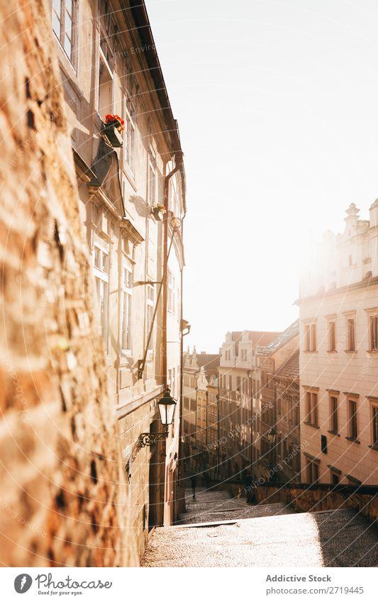 Helles Sonnenlicht in der Altstadt Großstadt Architektur Straße Tourismus hell ruhig Morgen Tradition romantisch Dunst Außenseite Skyline Strukturen & Formen