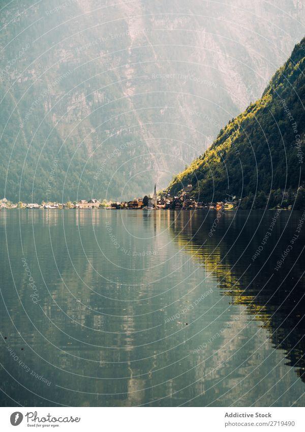 See und Berge im Hintergrund Berge u. Gebirge Reflexion & Spiegelung nadelhaltig Landschaft Immergrün ruhig ländlich Wasser Oberfläche Gelassenheit friedlich