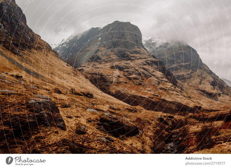 Neblige Berge und trockenes Gras Berge u. Gebirge Wolken regenarm Natur Landschaft natürlich Ferien & Urlaub & Reisen