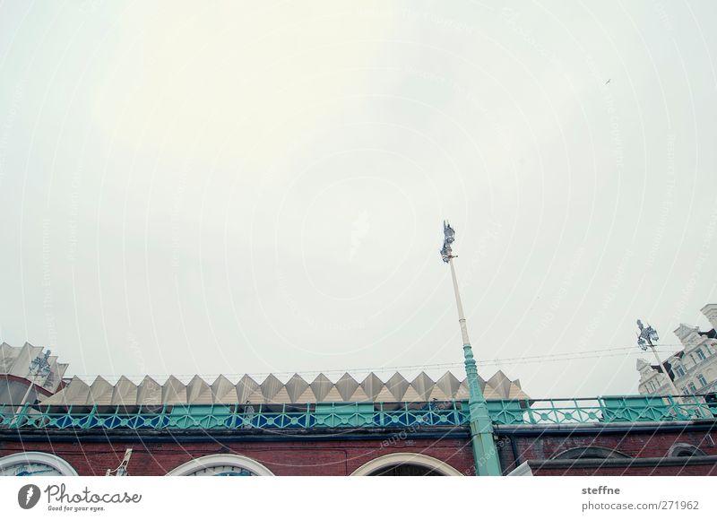 award winning beach Himmel Wolken trist Laterne Skyline England schlechtes Wetter Hafenstadt Brighton