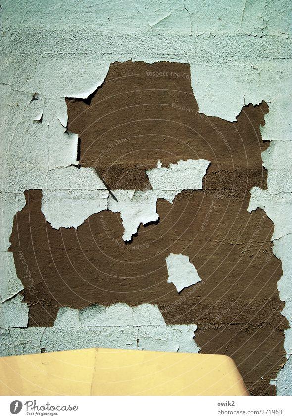 Kontinentaldrift Stil Design Mauer Wand Fassade hängen dehydrieren alt trashig trist trocken blau braun gelb abblättern Riss Putz Putzfassade verfallen