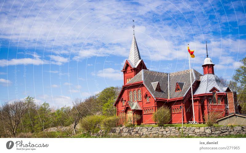 Hälleviksstrands Kyrka (Schweden) Himmel blau Ferien & Urlaub & Reisen grün rot Fenster Gefühle Frühling Architektur grau Religion & Glaube Gebäude Stil Fassade