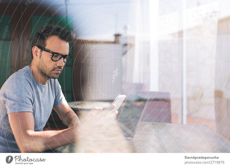 Geschäftsmann Mann arbeitet von zu Hause aus Business Mitteilung Computer Handy PDA Arbeit & Erwerbstätigkeit Technik & Technologie lernen Textfreiraum Profil