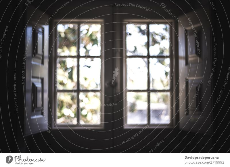 Niedliche Vintage-Holzfenster Fenster altehrwürdig Licht offen Zarge Design retro Innenarchitektur Architektur Haus Glas Menschenleer im Innenbereich