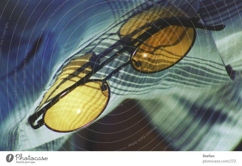 Alles neu macht der Mai gelb Glas Brille Dinge Hemd Sonnenbrille