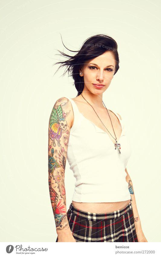tattoo Frau Mensch Tattoo tätowiert Tätowierer Porträt Jugendliche Junge Frau Europäer Freisteller isoliert weiß Hintergrundbild feminin 13-18 Jahre Arme Hand