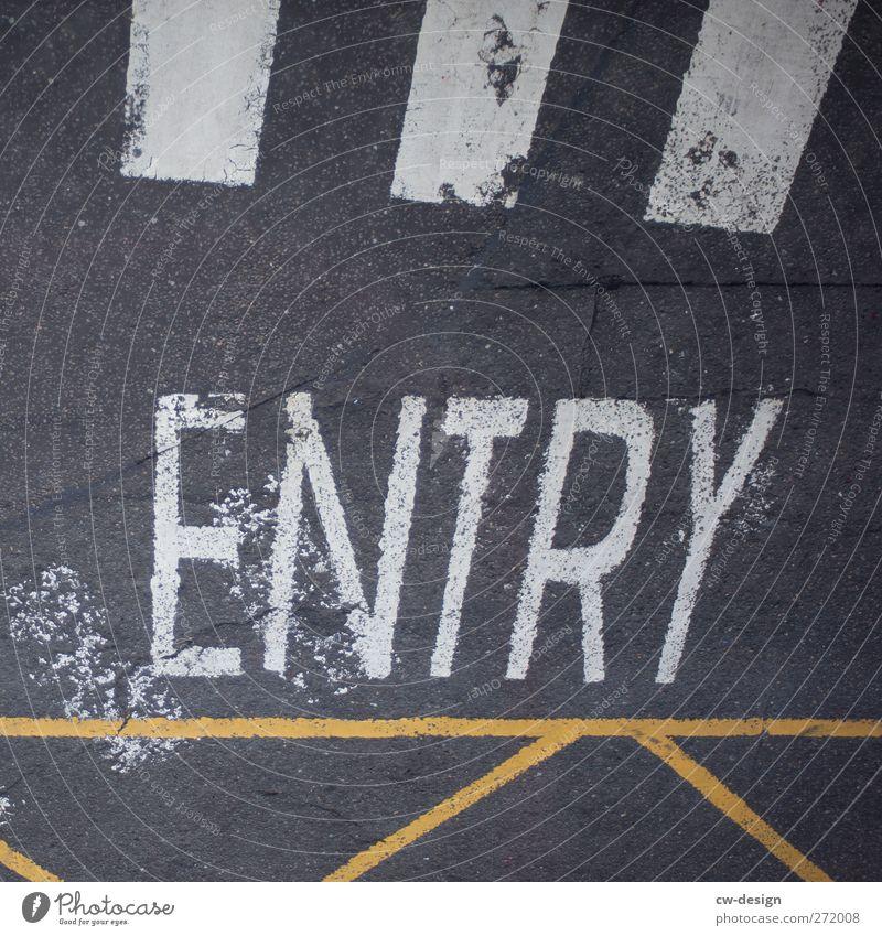 !!! Stadtzentrum Fußgängerzone Menschenleer Architektur Fassade Verkehrswege Autofahren Straße Straßenkreuzung Wege & Pfade Wegkreuzung Verkehrszeichen