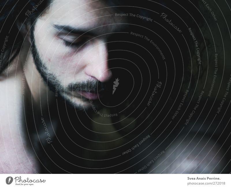 mythen der freiheit. Mensch Jugendliche Einsamkeit Gesicht Erwachsene dunkel Tod Haare & Frisuren Kopf Traurigkeit träumen Junger Mann maskulin 18-30 Jahre einzigartig Trauer