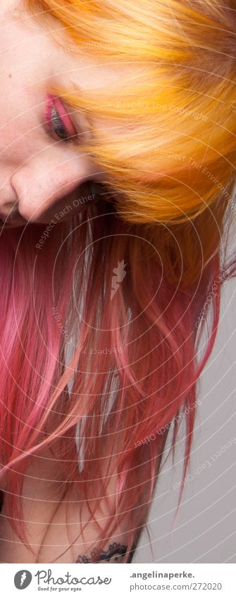 bonbon orange rosa Pony Bildausschnitt Lidschatten Nase