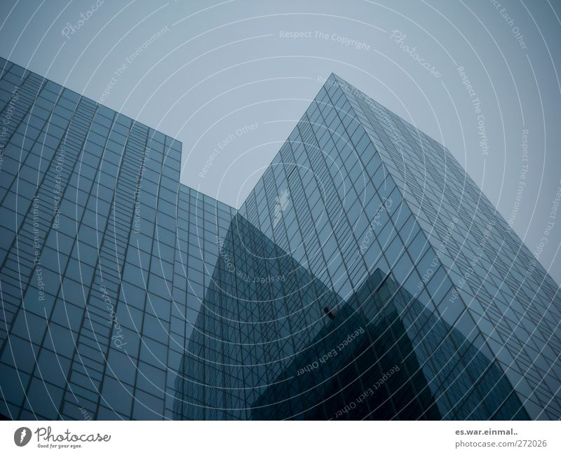 verrückt Himmel Stadt Architektur Gebäude groß hoch Hochhaus Technik & Technologie Unendlichkeit High-Tech reduziert blau-grau klinisch