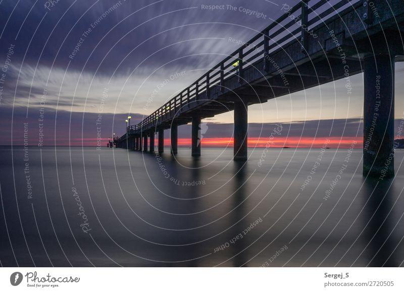 Seebrücke in der Morgendämmerung Ferien & Urlaub & Reisen Ferne Strand Meer Ostsee Binz Deutschland Menschenleer Holz Stahl stehen groß lang maritim violett