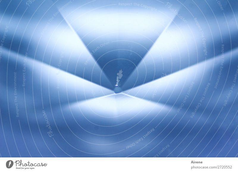 geschliffen Kristallstrukturen Prisma Symmetrie Mitte Mittelpunkt strahlenförmig einfach blau weiß Ordnungsliebe Reinheit Reichtum Preisschild rein Qualität