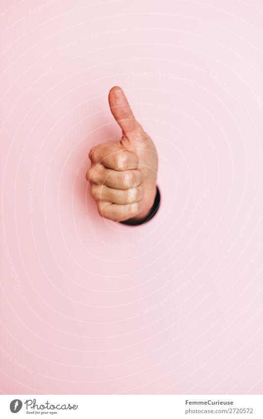 Woman's hand with thumb up feminin 1 Mensch Zeichen Kommunizieren Daumen hoch gestikulieren rosa Kreis ausgeschnitten alles klar Farbfoto Studioaufnahme