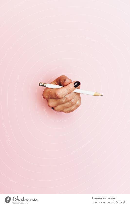 Hand of a woman holding a pencil Mensch weiß rosa Schriftzeichen Kommunizieren Finger malen festhalten schreiben zeichnen Bleistift Handschrift Nagellack