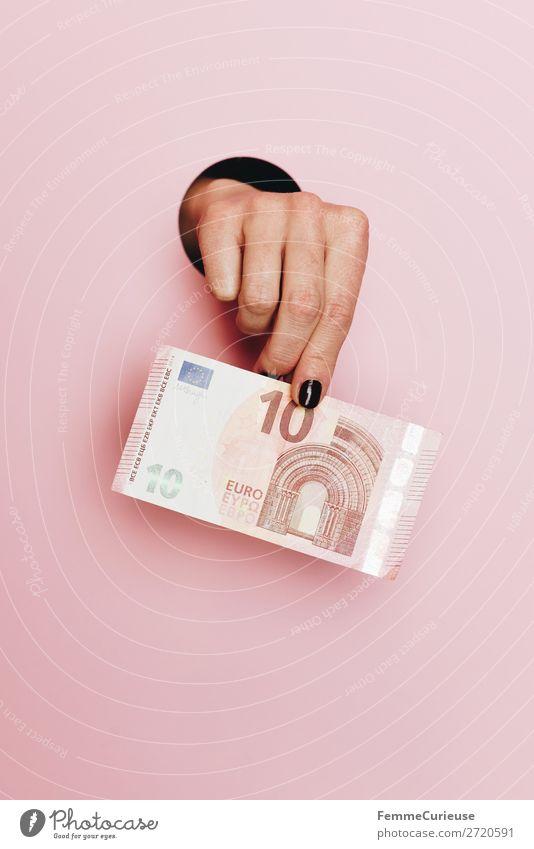 Hand of a woman holding a 10 Euro note feminin Mensch Kapitalwirtschaft € Geld Geldscheine bezahlen sparen rosa festhalten finanziell Zahlungsmittel Farbfoto