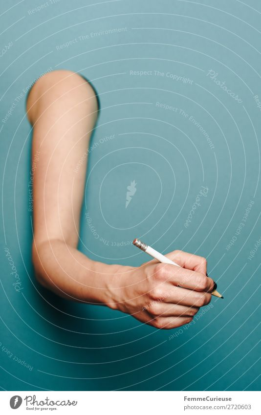 Arm of a woman in front of a turquoise background feminin 1 Mensch Schreibwaren Papier Zettel Kommunizieren türkis Bleistift aufsteigen schreiben Oberarm Arme