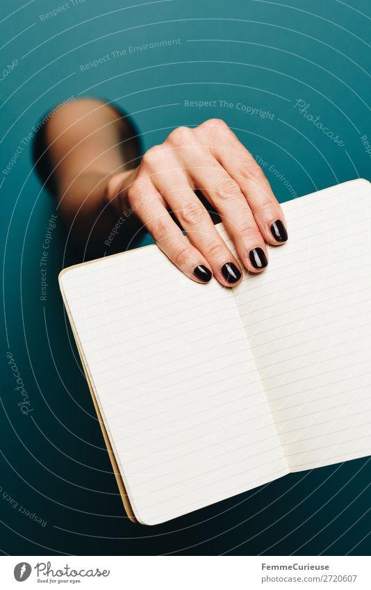 A woman's hand holding an empty notebook Mensch schwarz feminin Kommunizieren leer Papier Kreis festhalten schreiben türkis Zettel Schreibwaren Präsentation