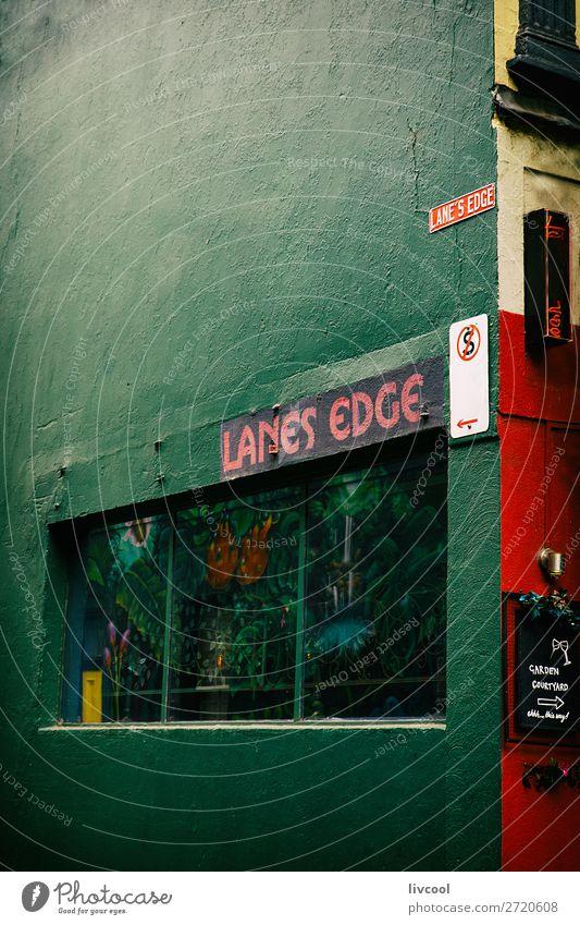 Stadt schön grün rot dunkel Straße Lifestyle Graffiti Stil Kunst Tourismus Design retro Tür elegant einzigartig