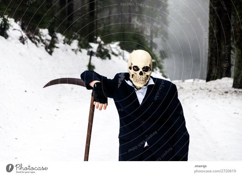 (Kein) Feierabend 1 Mensch Natur Landschaft Winter Nebel Wald Anzug Sense Schädel Tod Coolness Gefühle Stimmung kalt Sensenmann Ende Religion & Glaube Farbfoto